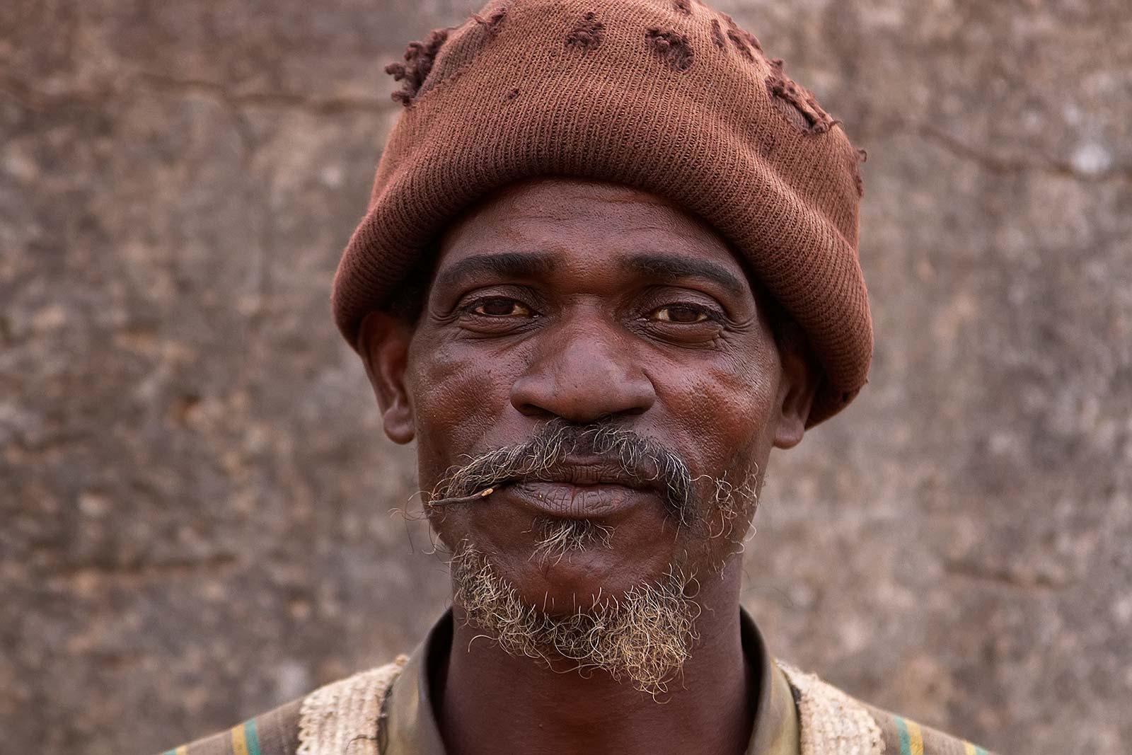 voodoo-doctor-portrait-banfora-burkina-faso-africa-5