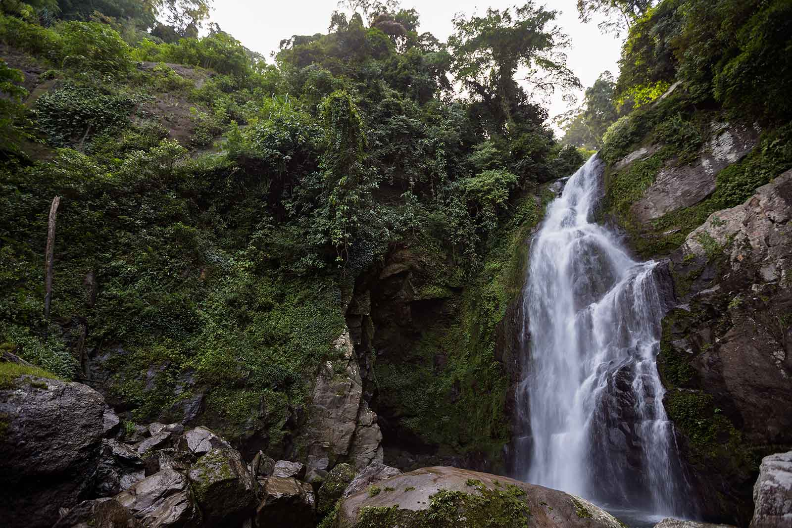 waterfall-sumatra-padang-indonesia