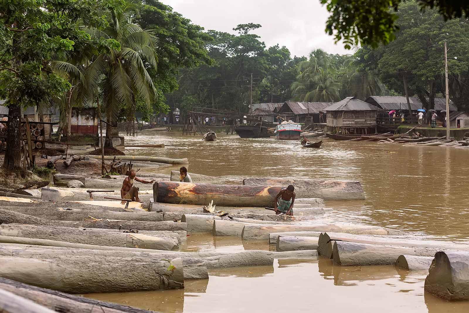 wood-market-boat-canal-swarupkathi-bangladesh-1