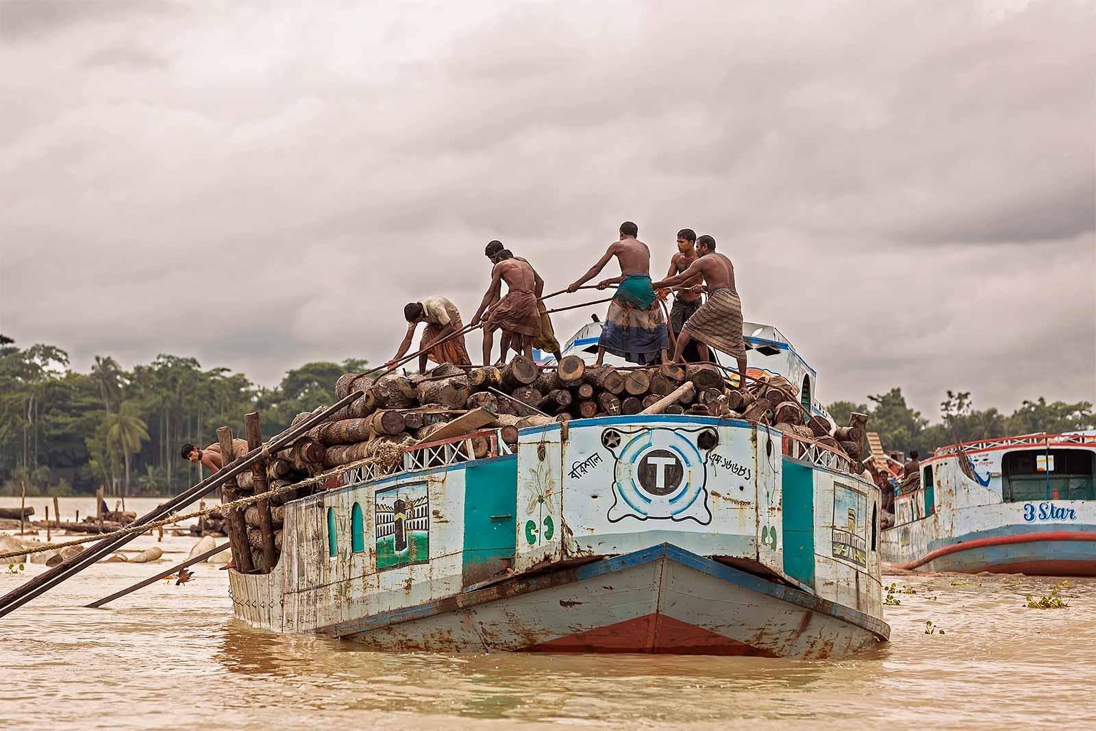 wood-market-boat-canal-swarupkathi-bangladesh-3