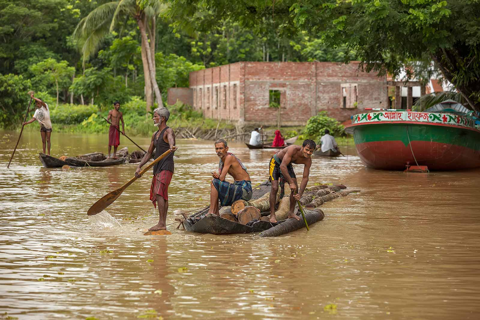 wood-workers-river-galachipa-bangladesh-2