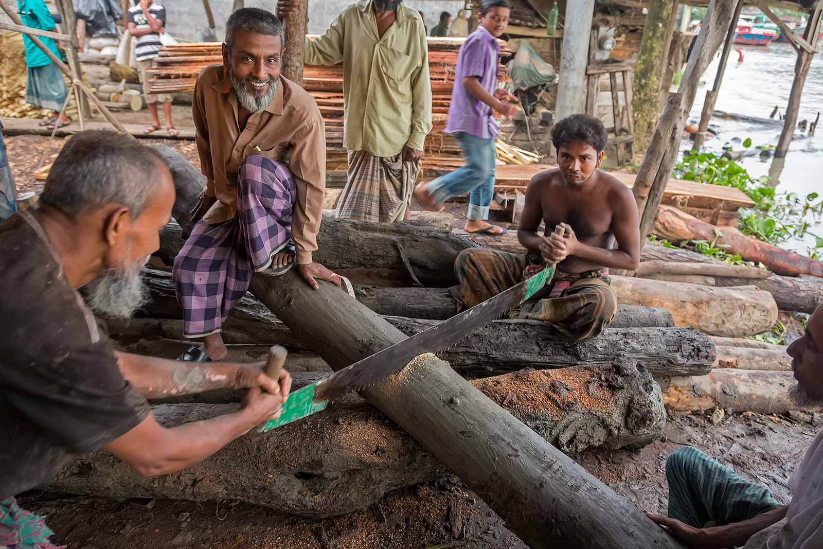 working-men-wood-river-swarupkathi-bangladesh