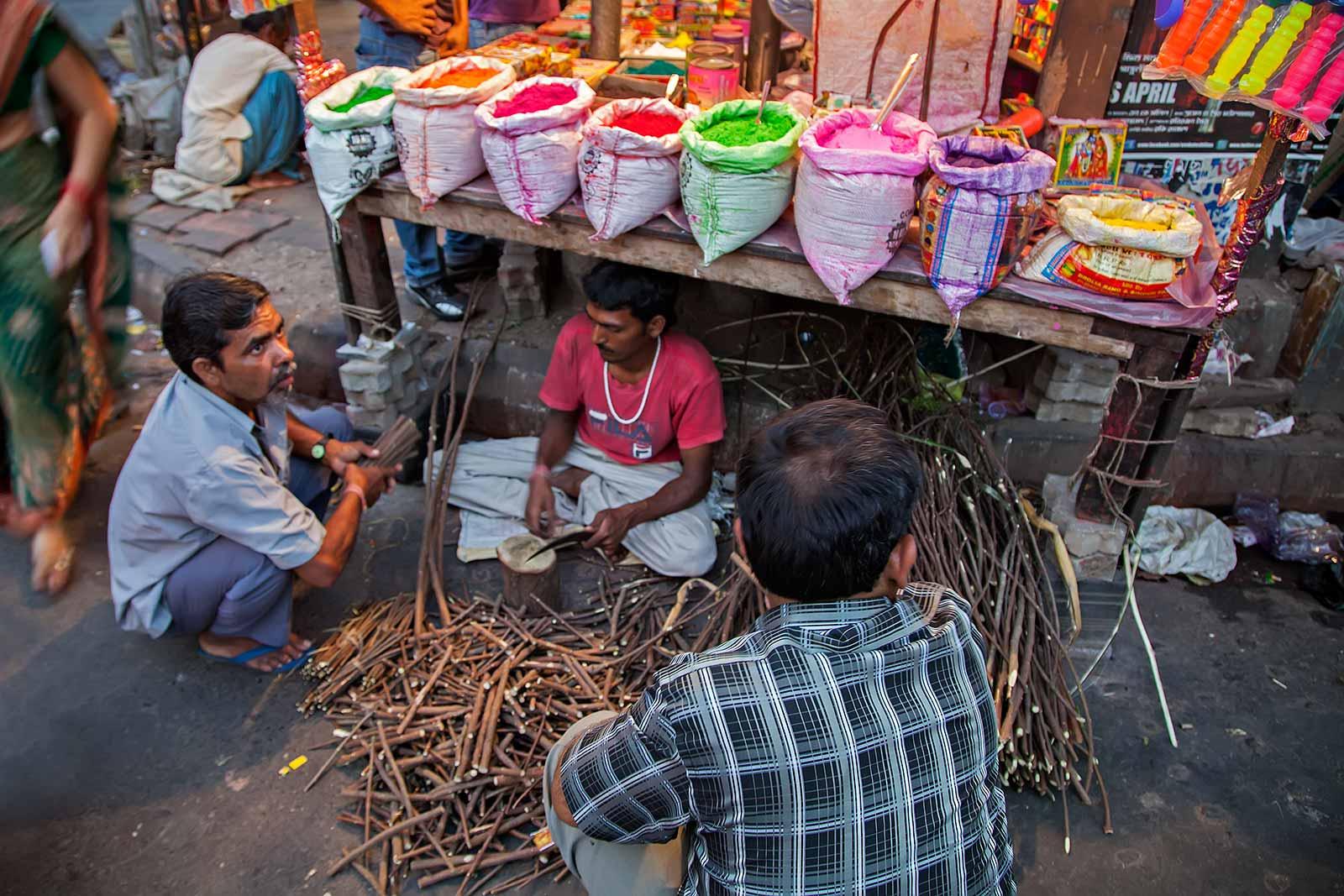 getting-ready-for-holi-festival-kolkata-india-2