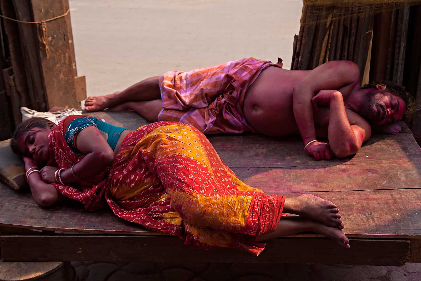 holi-kolkata-india-aftermath-sleeping-people