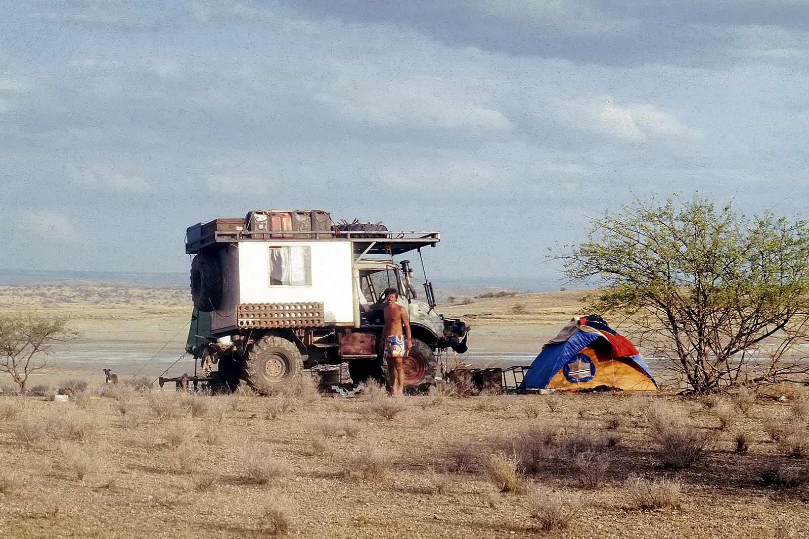 camping-unimog-desert-eypt-sudan-border