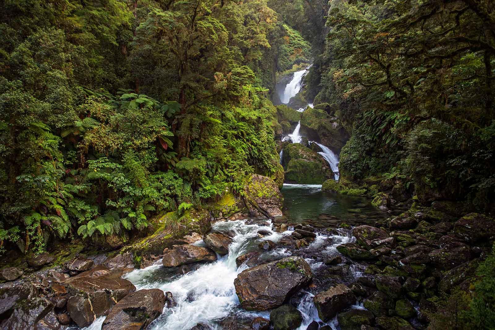 milford-track-mackay-waterfalls-new-zealand-2