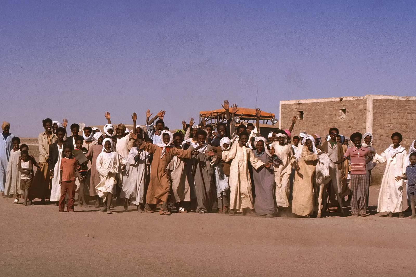 trucking-unimog-dongola-sudan-border-africa