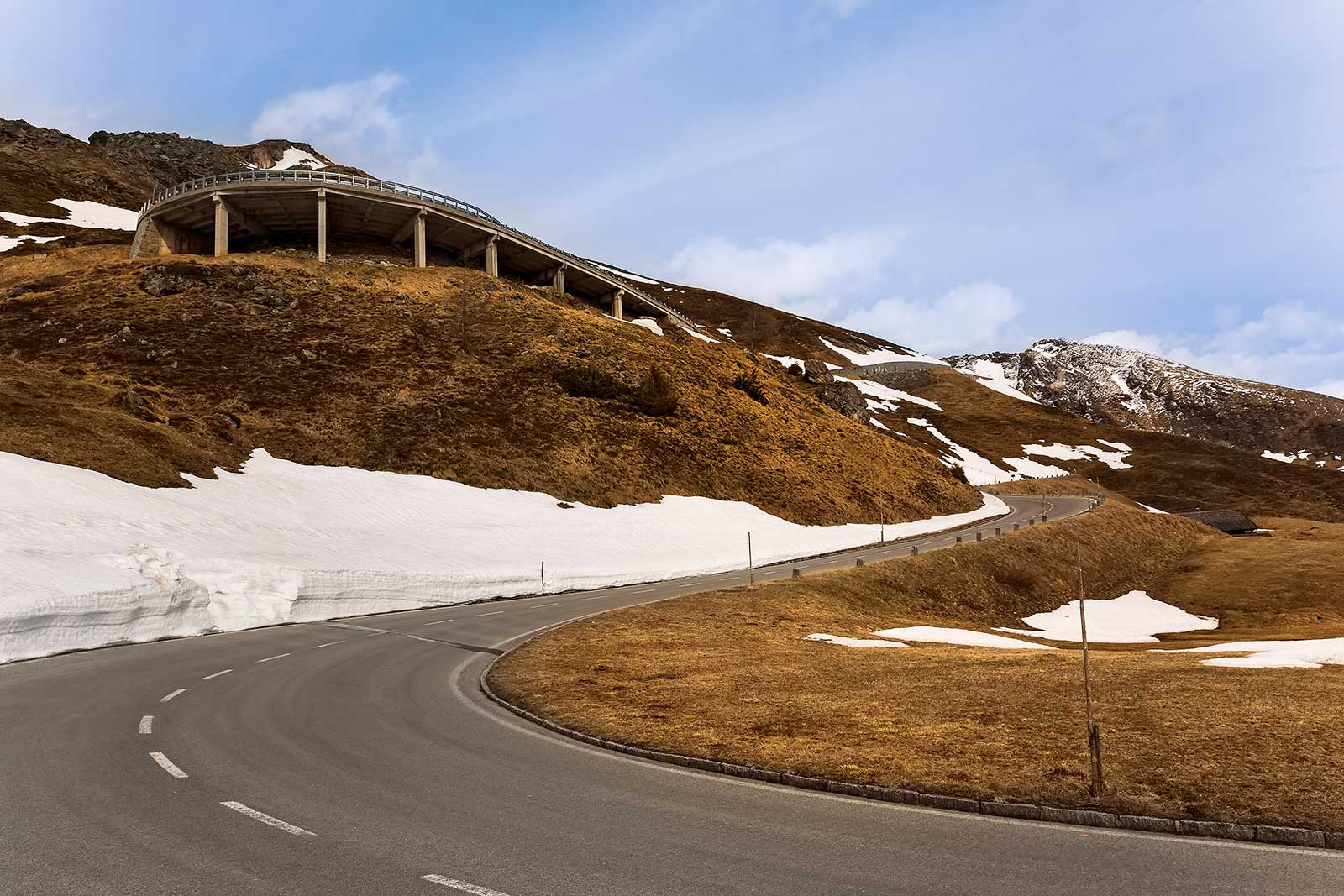 48 kilometres of high alpine road with 36 bends and an altitude ascent to 2.504 metres at the highest point are just a few fact about the Grossglockern High Alpine Road.