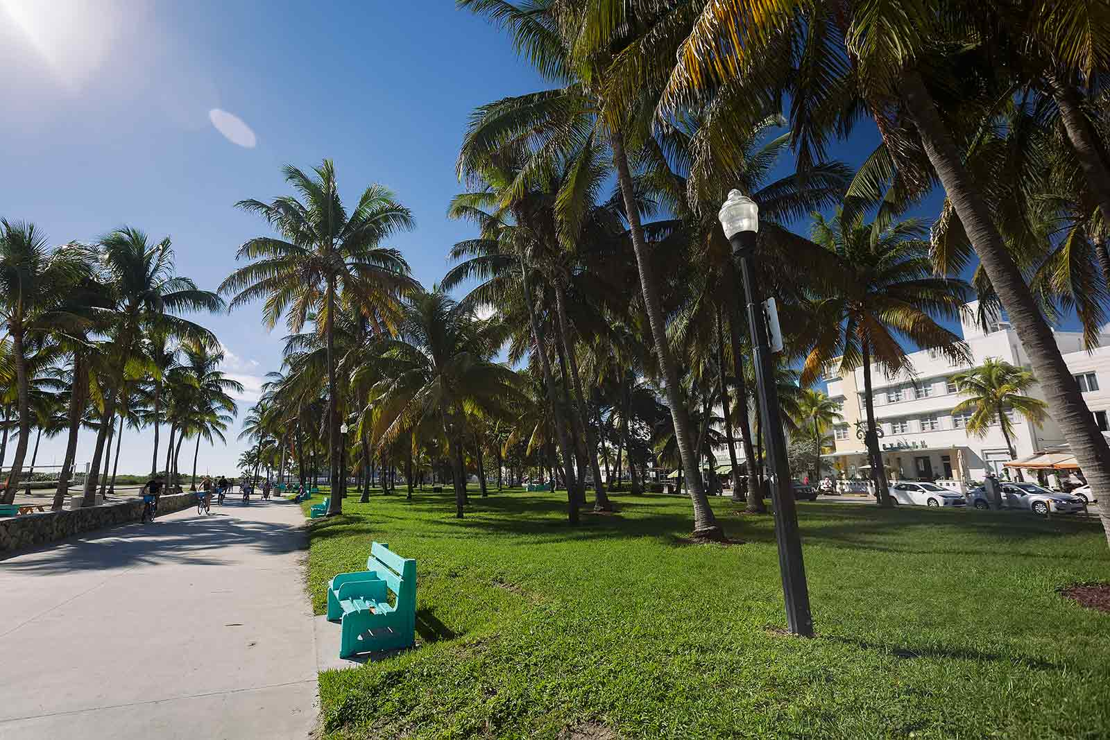 The Miami Beach Boardwalk begins at Indian Beach Park at 46th Street and Collins Ave and continues through the Ocean Drive Promenade to 5th Street. The distance between 46th street and 5th street is approximately 6,5 kilometres - the perfect distance for a nice jog or stroll.