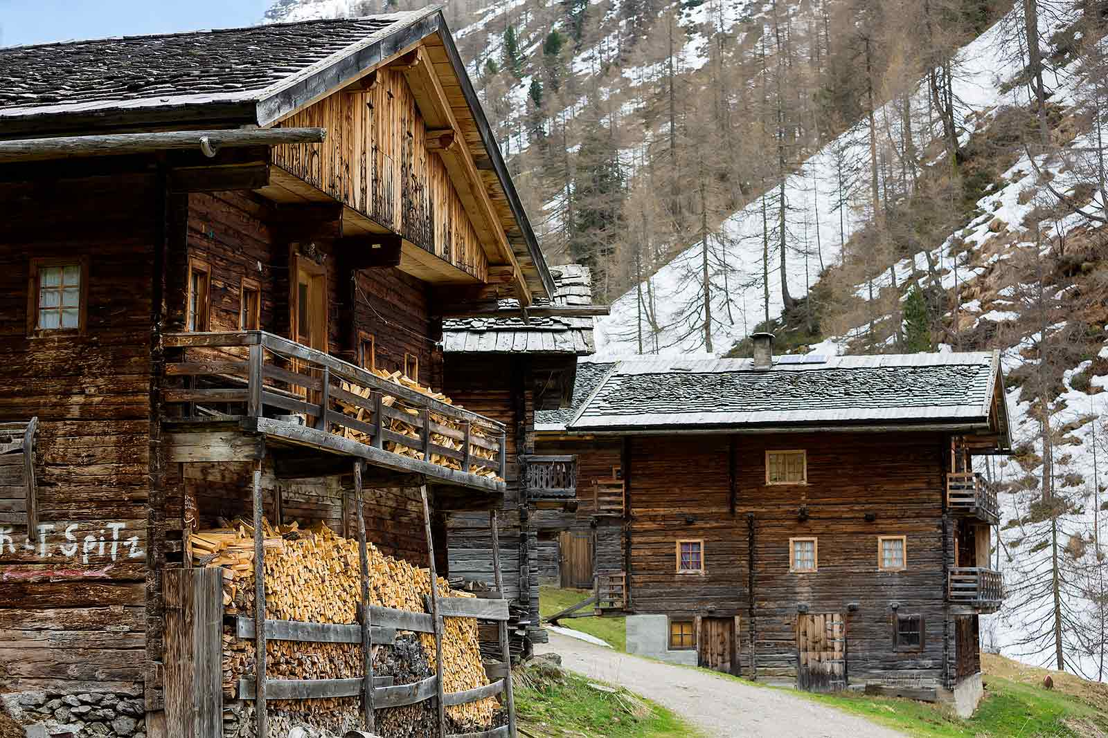 Apart from vacationers renting one of the farm houses at Oberstalleralm, you'll only come across hikers once in a while.