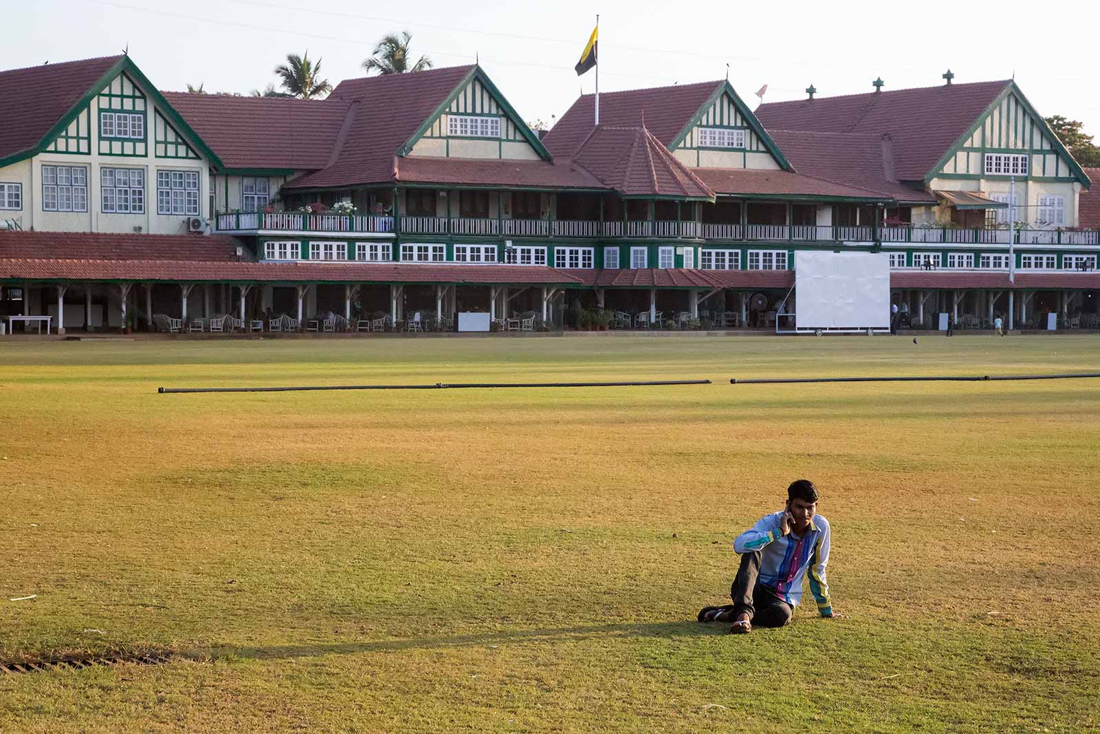 If you come at the right time and are lucky, you'll be able to experience Oval Maidan without crowds of people - which is very unusual for one of Indias busiest cities.