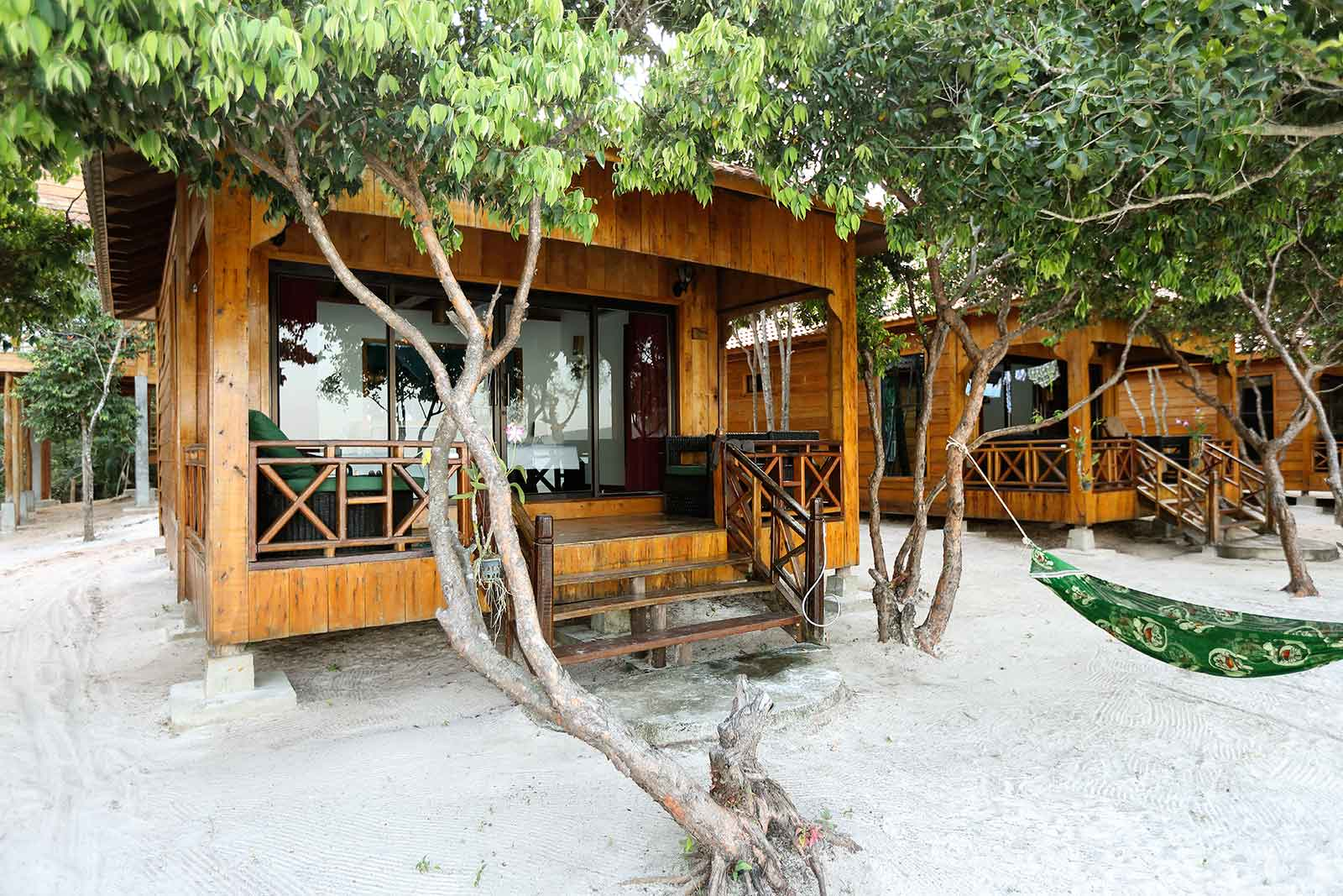 The beach front bungalows at Sol Beach Resort on Koh Rong Samloem are really amazing thanks to their full glass front.