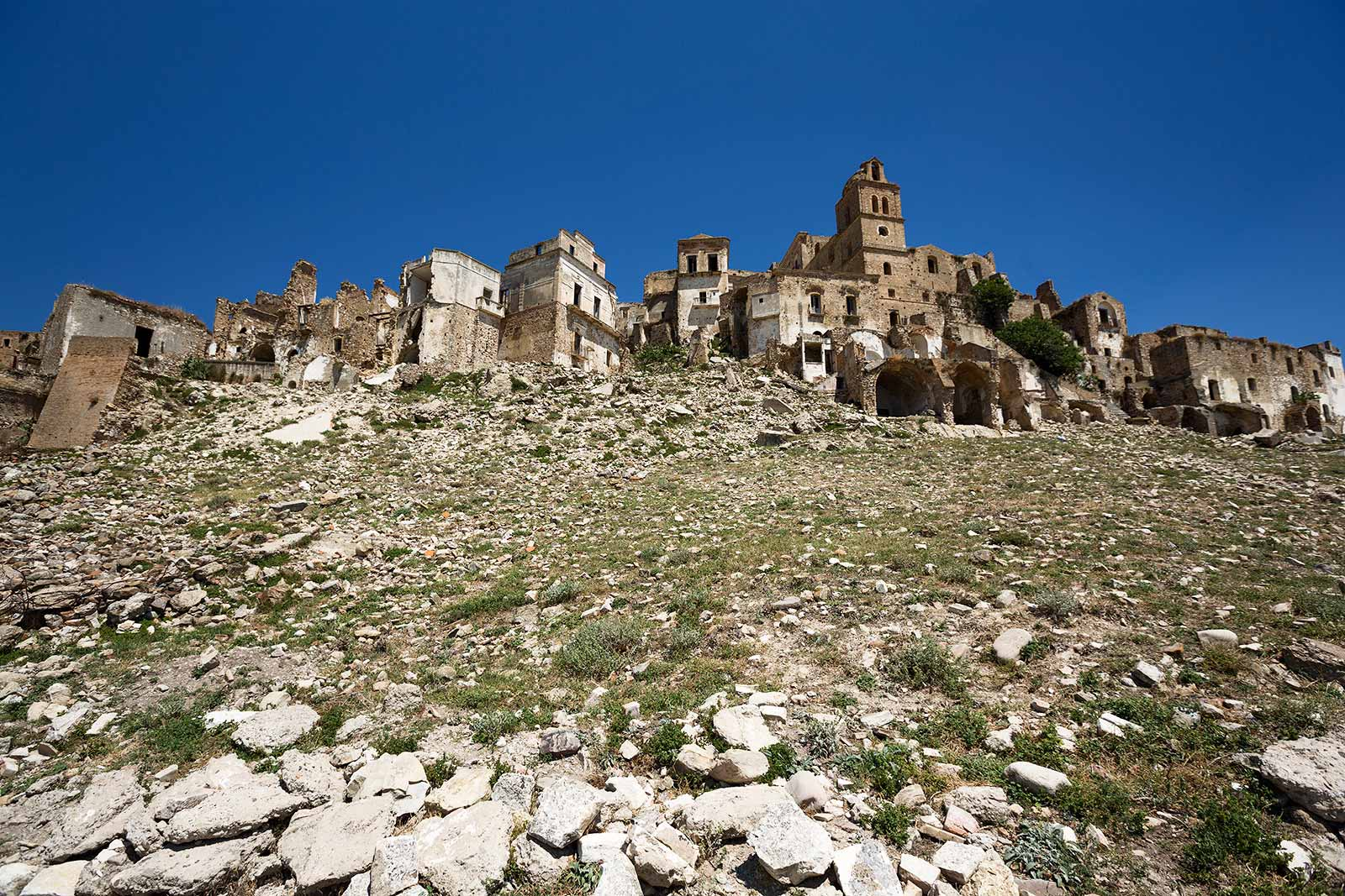 It was here that the level of Craco's destruction became more apparent. This part of the town which was built upon the clay and that suffered the worst of the damage.