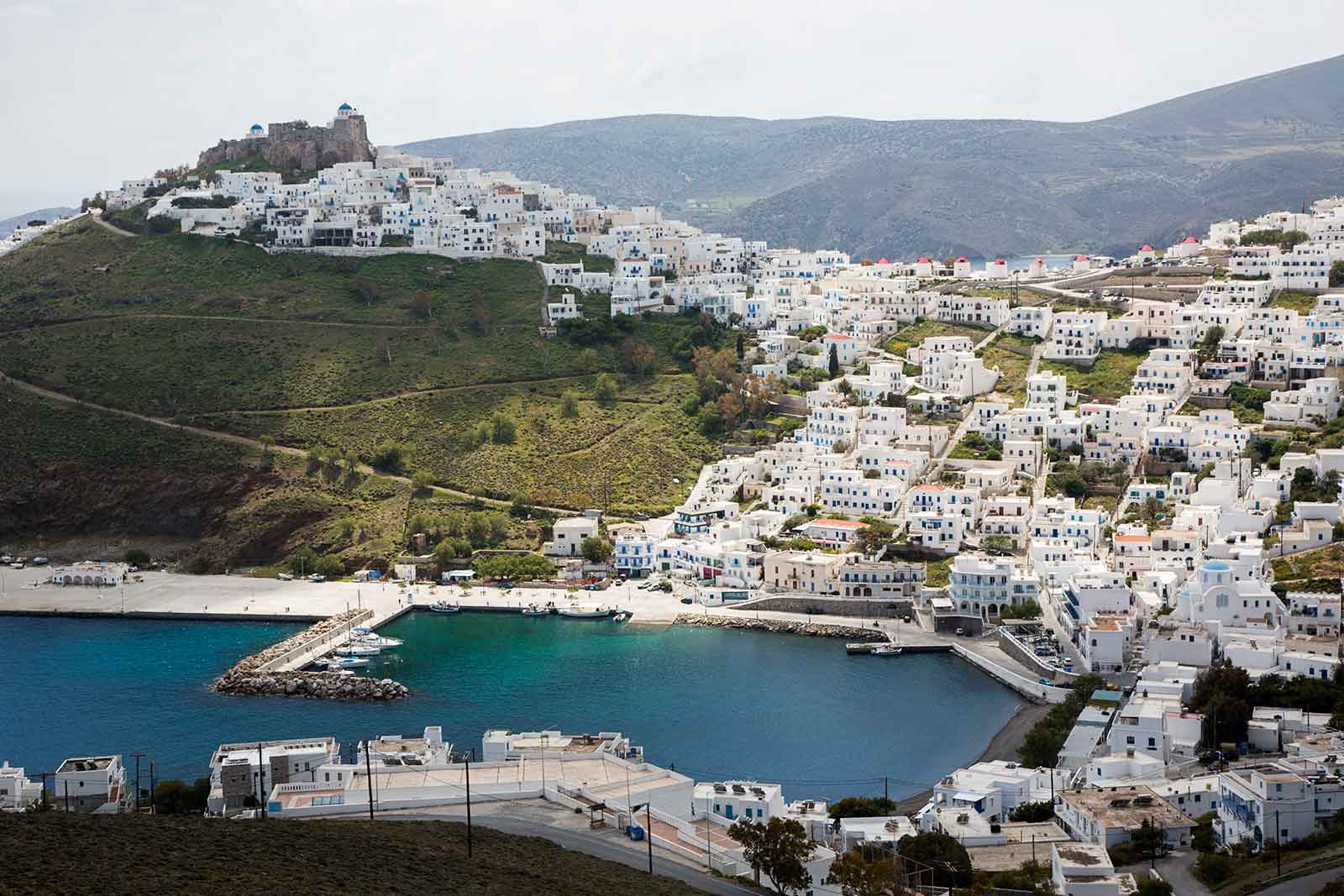 Chora amazes visitors with its unique architecture. The white houses, with their blue windows, wooden balconies and outdoor stairs, give it a traditional Greek charm.