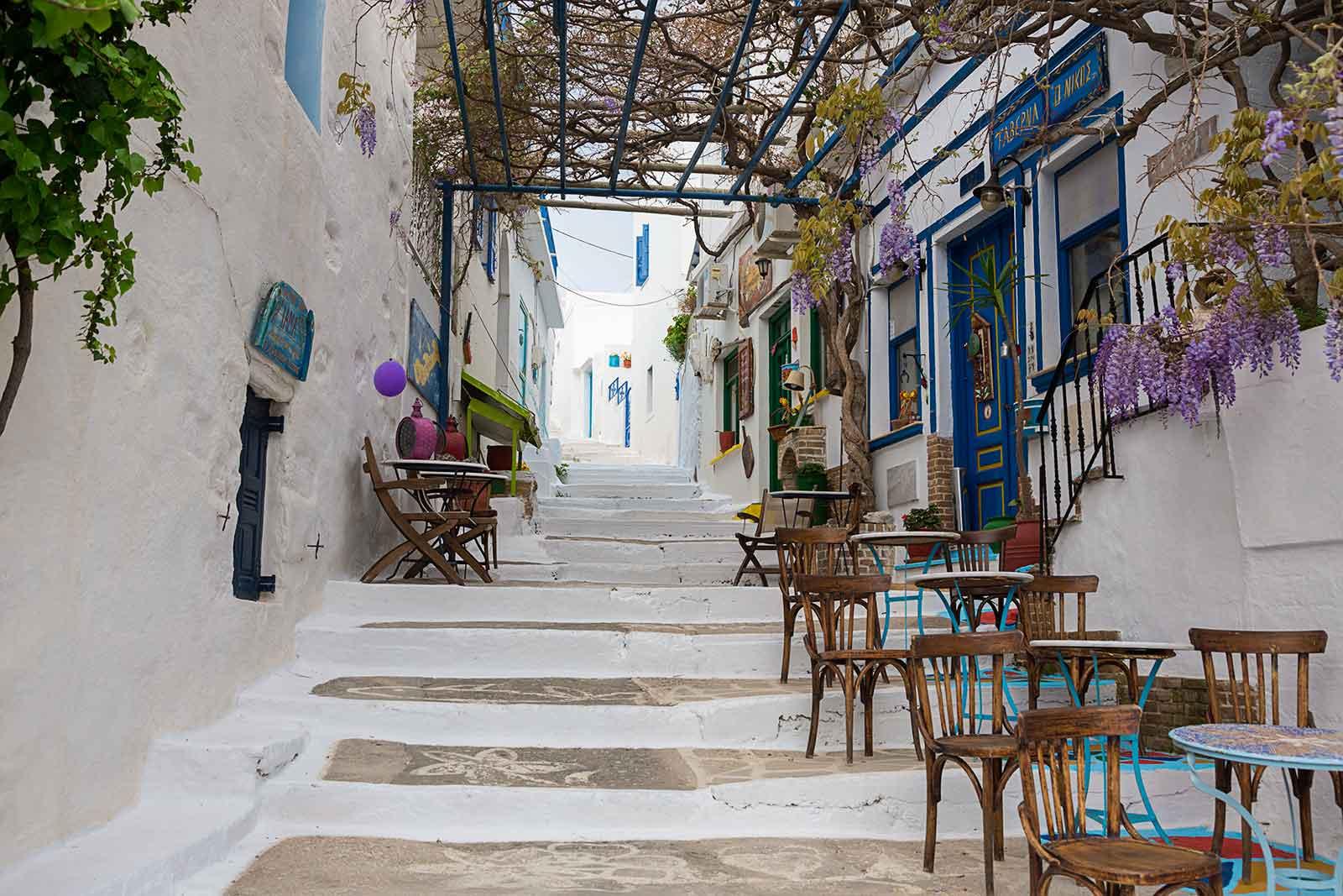 Encontrarás pocas opciones de alojamiento en Chora y también hay muchas cafeterías y tabernas que ofrecen deliciosos platos tradicionales.