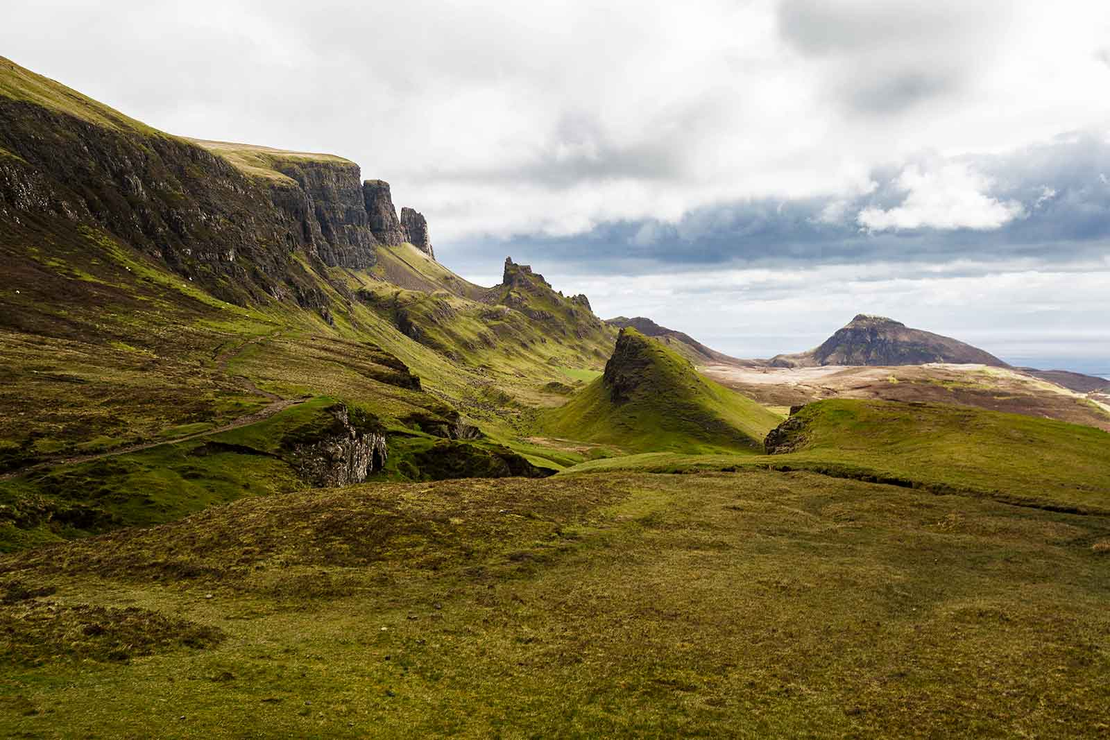 One of the most beautiful hikes in the world, with the most stunning landscape: The Quiraing in Scotland.