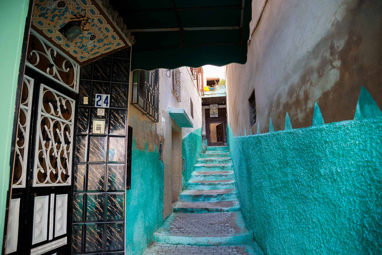 The sheer endless streets of Moulay Idriss reminded us of colourful Chefchaouen, but also a little bit of the Medina of Marrakech.