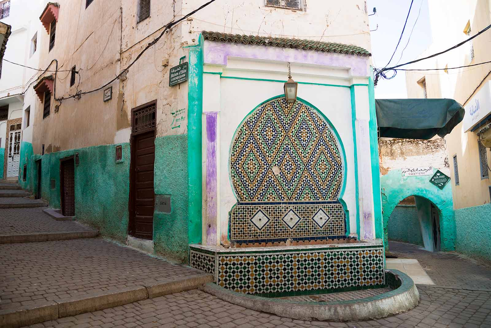 In the medina quarter of Moulay Idriss you will find many colourful streets that are the perfect photo spot.